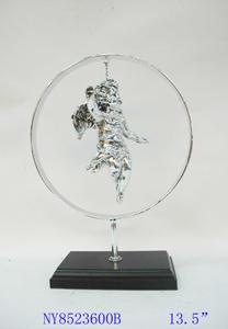 Figura de Angel plateado en círculo de 25x10x34cm