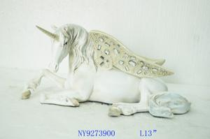 Unicornio acostado blanco con dorado de 33x17x15cm