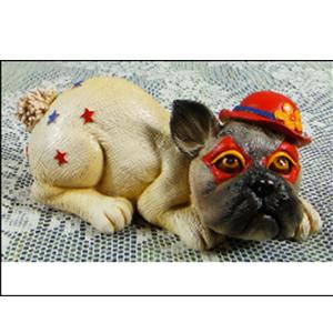 Figura de perro con sombrero de 13x8x6cm