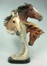 3 cabezas de caballo en base de poliresina