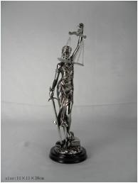Justicia Ciega de poliresina plateada en base 38cm