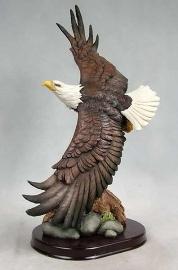 Aguila de poliresina en vuelo de 23x15.2x43