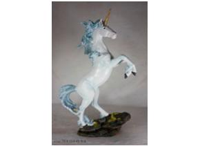 Unicornio blanco de poliresina en base de 31x15x45.5cm