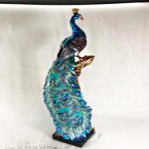 Figura de pavorreal azul en tronco de 21x19x77cm