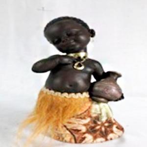 Figura de niño africano de 13x11x24cm