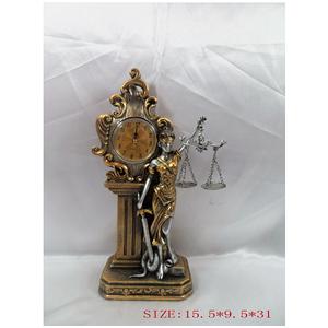 Justicia ciega d/resina dorada/plata c/reloj de 15x9x31cm