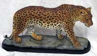 Escultura de leopardo color natura de poliresina