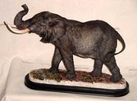 Escultura de elefante de poliresina