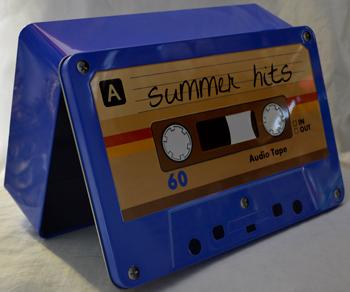 Caja de Lamina diseño Casstte azul de 27x17x7cm