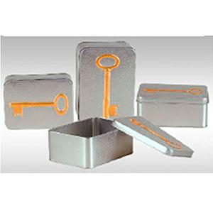 Caja rectangular de lámina plata diseño Llave de 14x10x6cm