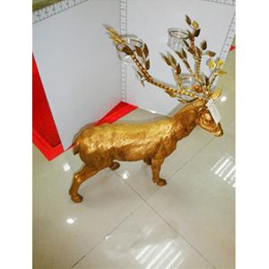 Alce de resina c/candelabro dorado de 53x36x61cm