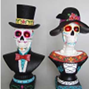 Busto de Catrina y esqueleto con traje y lus led (usa baterias AA) de 25x18x41cm