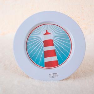 Plato de presentación de metal blanco estampado Faro rojo de 33x33x1.8cm