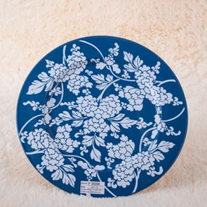 Plato de presentación de metal azul c/flores y hojas blancas de 33x33x1.8cm