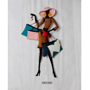 Figura de metal para pared diseño mujer con bolsas de 44x80x4cm