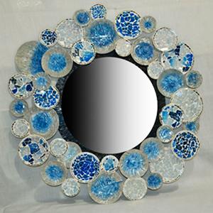 Marco con espejo diseño de círculos con incrustaciones de cristales azules de 80x3x80cm