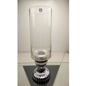 Florero diseño copa con base plateada de 18x17x45cm
