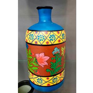 Florero de vidrio tipo botella con diseño de flores en tonos azules y naranjas de 24x24x52cm