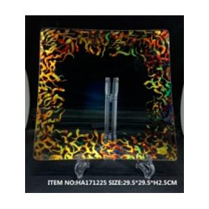Plato de cristal cuadrado transparente líneas onduladas doradas de 34.5x34.5x2cm