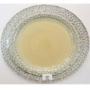 Plato de cristal beige con grabado de encaje plata a la orilla de 28cm