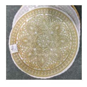 Plato de presentación de cristal dorado con blanco con grabado de 33cm
