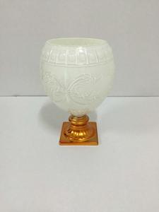 Candelabro de cristal diseño copa blanco grabado con base dorada de 26cm