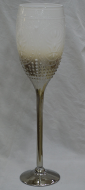 Candelabro diseño copa blanco con base electroplateada y grabado de 60cm