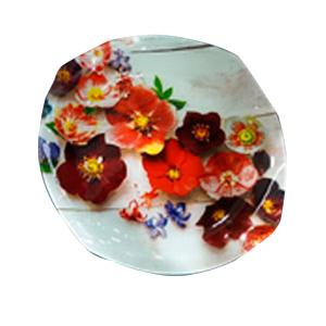 Plato de cristal semi circular blanco con estampado de Orquídeas rojas de 25x25x1.8cm
