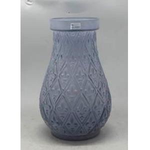 Florero de cristal morado  con diseño rombos con Flores Deliz de 22.5x22.5x35cm