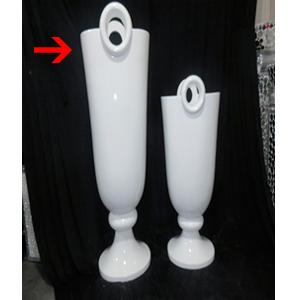 Florero diseño copa con círculos en la parte superior de 49x41x121.5cm