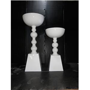 Florero de resina diseño círculos en base blanca de 45x45x90cm