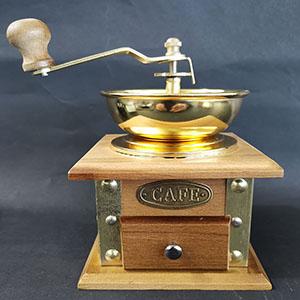 Molino de café c/madera y remaches dorados de 12x12x17.5cm