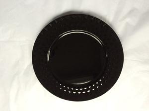 Plato de presentación negro con rombos en la orilla de 33x33x2cm