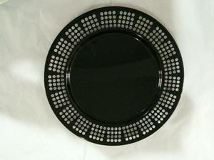 Plato de metal p/ presentación negro con orilla perforada diseño círculos de 33x33x2cm
