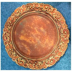 Plato de presentación terminado rustico oxido con guias en la orilla de 35x35x2cm