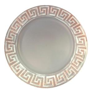 Plato de presentacion con grecas en la orilla gris con café de 35x35x2cm