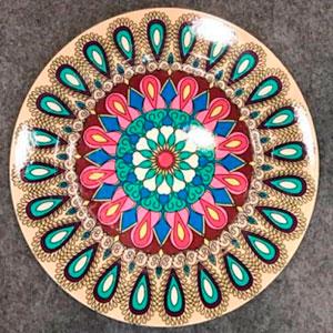 Plato de presentación diseño gariboleado de colores de 33x33x2cm