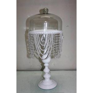 Pastelero de metal blanco, tapa de cristal c/perlas colgantes de 25.5x25.5x60cm