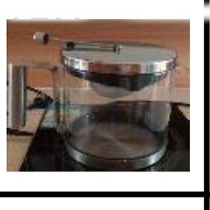 Cafetera de cristal con base y tapa de metal de 750cm