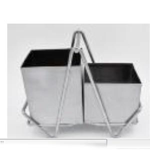 Porta cubiertos de metal con base de 17x32.50cm