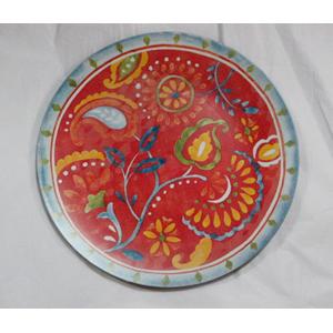 Plato presentación diseño flores de clores y fondo rojo de 33x33x2cm