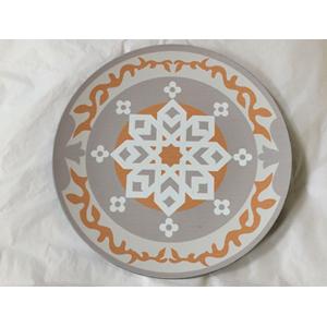 Plato presentación diseño grecas blancas con beige de 33x33x2cm