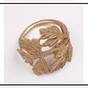 Juego de 4 servilleteros dorados diseño hojas de maple