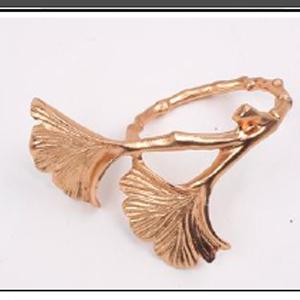 Juego de 4 servilleteros dorados diseño rama con hojas