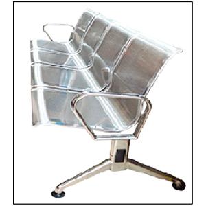 Sillón de metal para espacios publicos con 4 asientos de 238x68x80cm