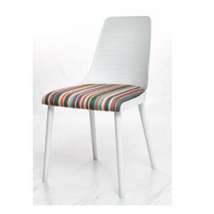 Silla blanca de plastico con asiento tapizado de colores de 55x87x47.5cm