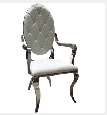 Silla de metal cromada con respaldo oval C/ diamantes  tapizado en color perla de 63x59x116cm