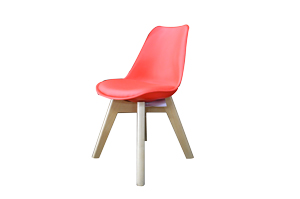 Silla de plástico infantil roja con patas imitación madera y asiento de polipiel de 32x37x55cm
