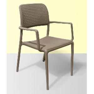 Silla de plastico con descanzabrazos y patas de metal gris de 56.5x59x86x45.5cm