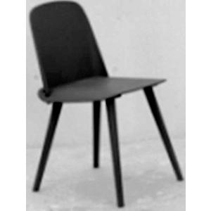 Silla de plastico con patas de metal negra de 50.5x45.5x80x45cm